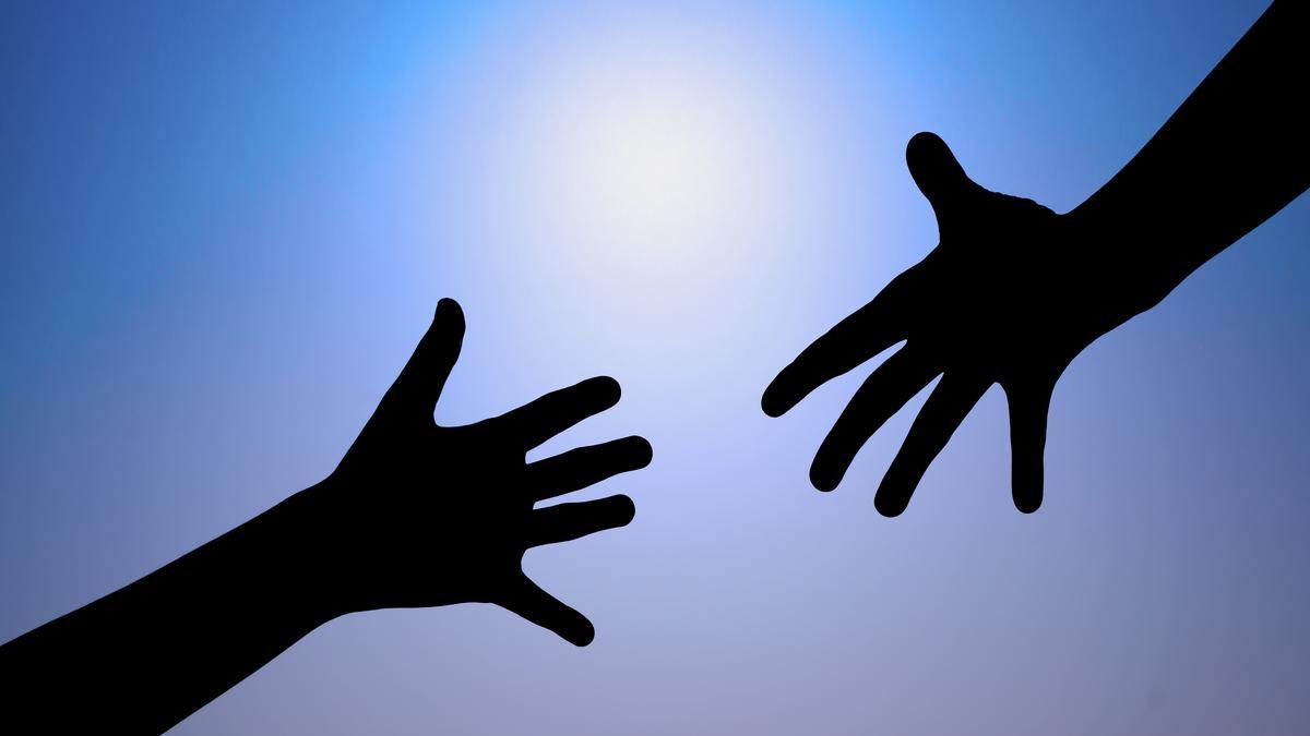 helping-hands_1200xx6773-3810-0-506